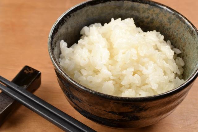 ご飯茶碗一杯のカロリーはどのくらい?雑穀米との比較と太らない食べ方