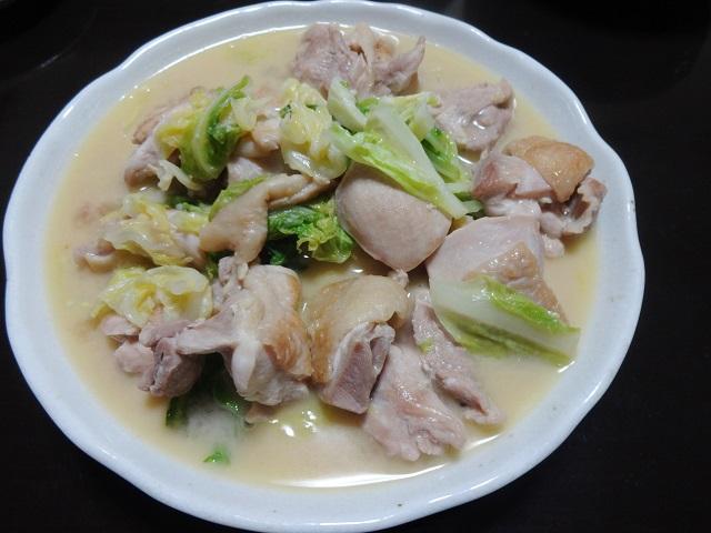 糖質オフの鶏もも肉の味噌バター煮込み