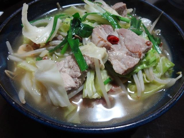 豚肉のもつ鍋風スープ